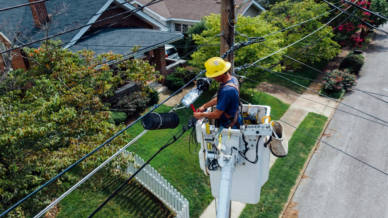 maintaining electrical post