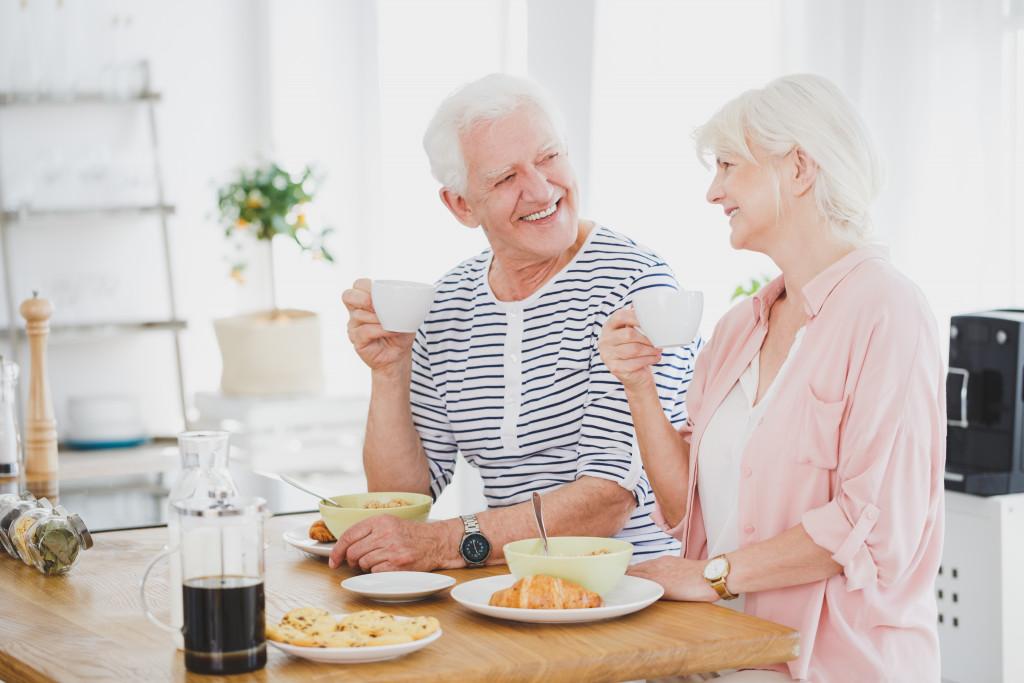old people having breakfast